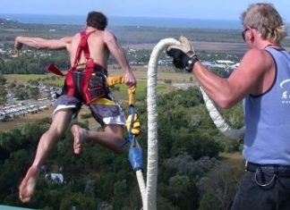 Bungy jumping in Cairns