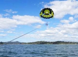 parasailing bay of Islands, NZ