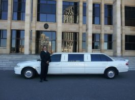 Hire A Limo While Traveling in Melbourne